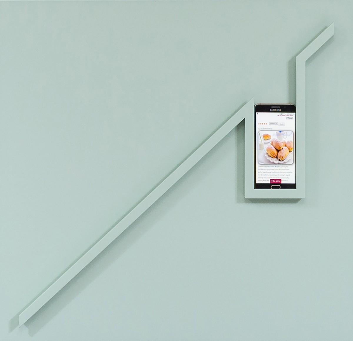 Front z uchwytem na tablet i smartfon